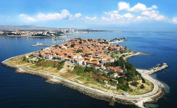 чому варто інвестувати в нерухомість в болгарії