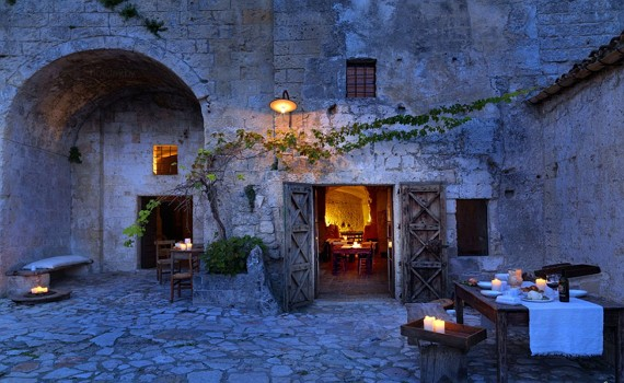 матера - італійське місто в печерах