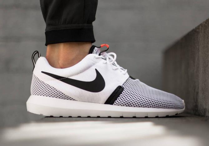 Де можна вигідно купити стильні кросівки Roshe Run?