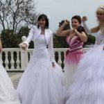 Якого фотографа вибрати на весілля: репортажного або студійного?